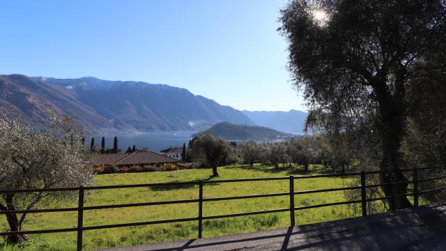 Villa singola vista lago