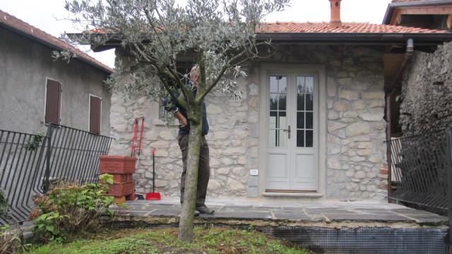 Rustico in sasso con giardino privato