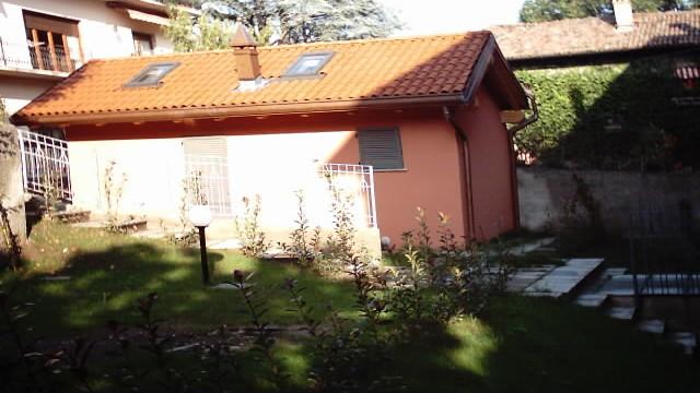 Villetta bifamiliare con giardino privato