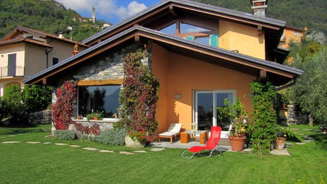 Villa indipendente con giardino privato studio for Piani casa di campagna con avvolgente portico