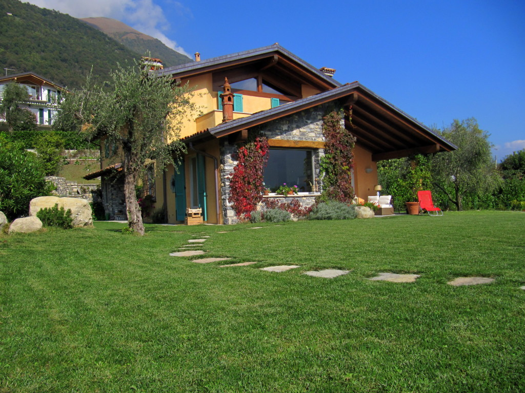 villa indipendente con giardino privato studio On foto di ville con giardino